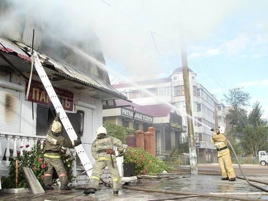 В Улан-Удэ сгорел магазин ритуальных услуг