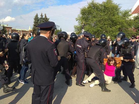 В Омске на митинге «навальновцев» задержали журналистов