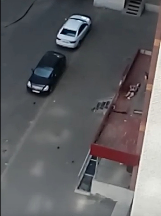 В Тамбове на козырьке подъезда многоэтажки обнаружено тело 22-летнего студента