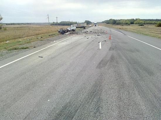 В Тамбовской области лоб в лоб столкнулись ВАЗ и грузовик: есть погибший