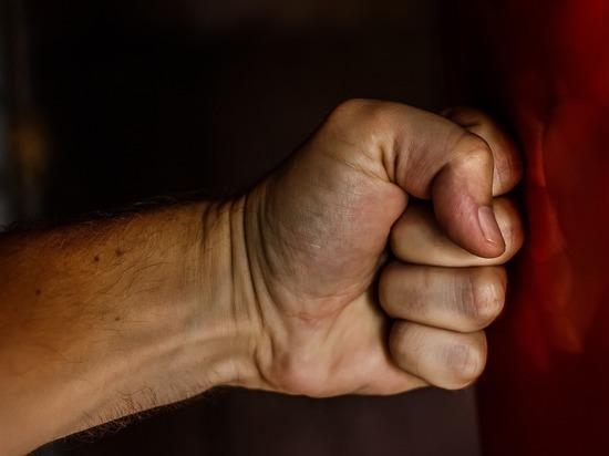 Экс-лидер бийского ЛДПР сломал нос девушке на банкете