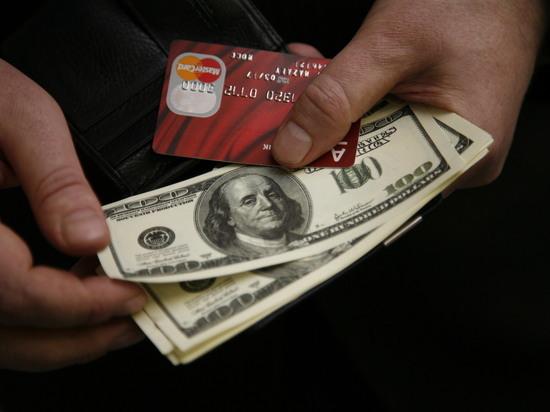 Орешкин посоветовал россиянам избавиться от долларов