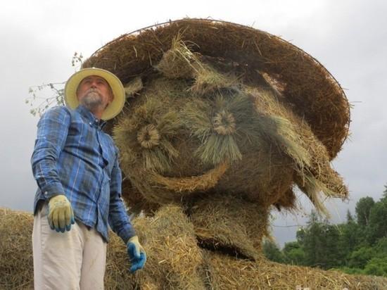 Хабаровский художник освоил изготовление скульптур из соломы