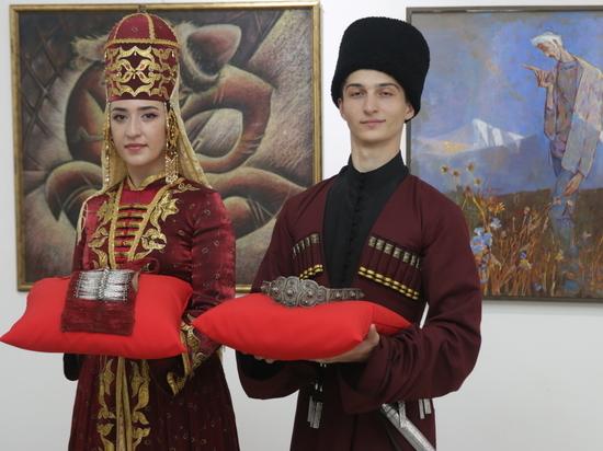 Музей-заповедник КЧР получил в дар от МТС украшения XIX века