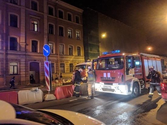 На Лермонтовском проспекте загорелась коммуналка