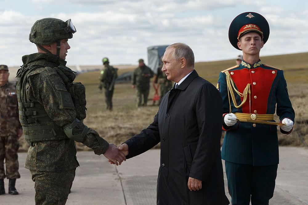 Путин посетил учения «Восток-2018»: «противника» спугнули «Искандерами»