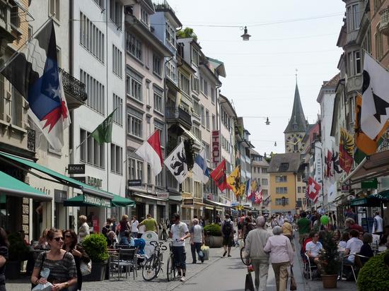 Без денег, но с контрабасом: рассказ россиянки, переехавшей в Швейцарию