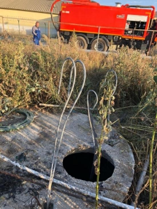 В Знаменском районе слесарь упал в канализацию и погиб