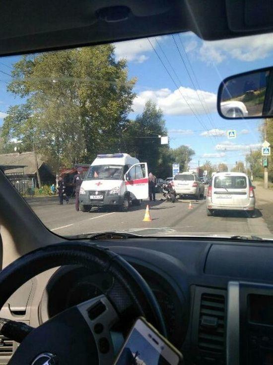 Мотоциклист протаранил иномарку - на въезде в Тверь огромная пробка