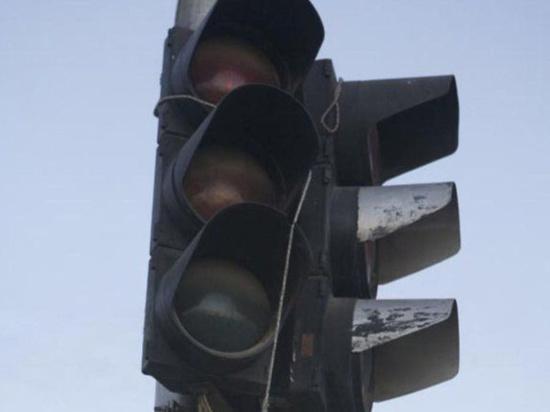 На улице Коноплянниковой в Твери отключают светофор