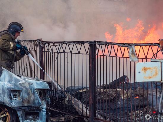 Ночной поджигатель уничтожил автомобиль кузбассовца