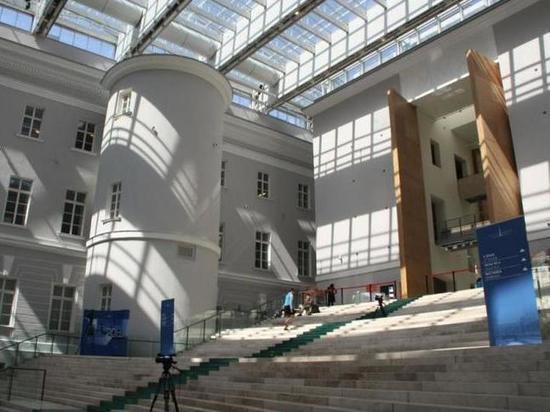 Шедевр Росси сломают ради еще одного лифта для инвалидов