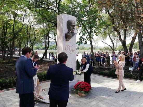 Горельеф Станислава Говорухина установили в парке Железноводска