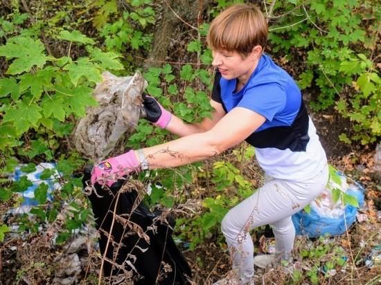 Президент Эстонии поработала уборщицей в парке Днепра