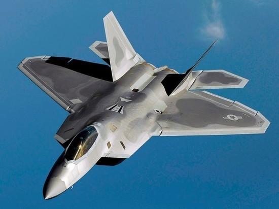 Американский F-22 признали не страшным рядом с российским Су-35