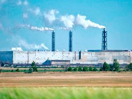 Завод в Армянске вновь отравил людей химикатами: власти бездействуют