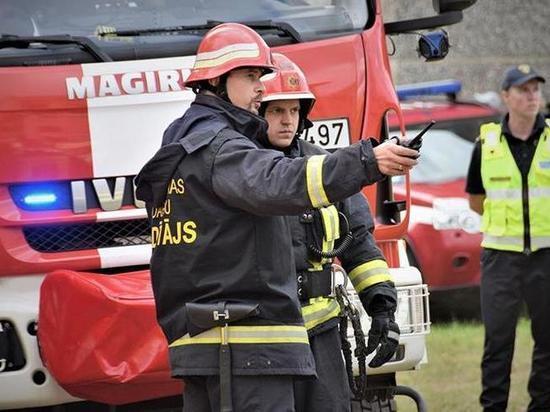 В Риге произошёл крупный пожар в здании склада