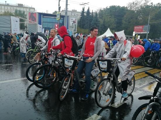 Москвичи встречают осень на велосипеде
