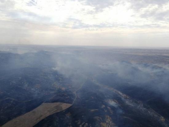 Природный пожар под Медногорском перекинулся на строения в Сарбаево