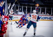 Очередной игровой день в Континентальной хоккейной лиге (КХЛ) выдался насыщенным
