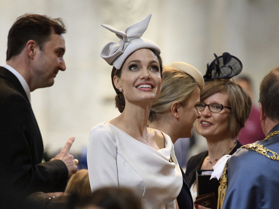 СМИ: Анджелина Джоли планирует снова выйти замуж