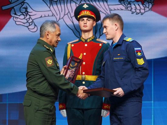Лауреатам Всеармейского фестиваля «Армия России-2018» вручили именные награды