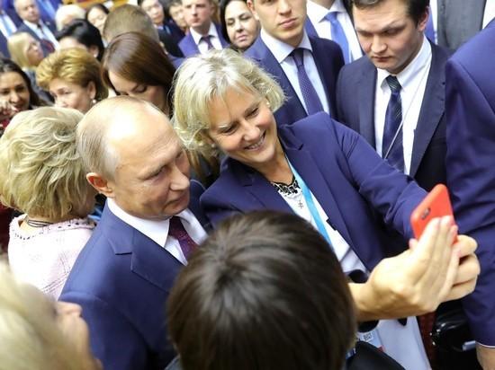 Участниц женского форума еле оторвали от Путина