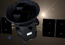 Сравнительно недавно приступивший к работе космический телескоп TESS за два дня обнаружил две экзопланеты, каждая из которых несколько напоминает Землю