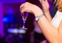Новый опрос, проведённый Всероссийским центром изучения общественного мнения, показал, что каждый третий россиянин ведёт полностью трезвый образ жизни. Однако популярность мнения, что алкоголь в малых дозах полезен, растет.