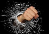Ауешники ворвались в квартиру петербуржца и избили всех из-за замечания