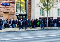 Москвичам предложили за полмиллиона купить место в очереди за IPhone