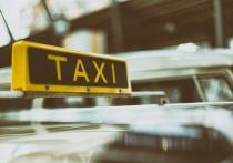 Таксист обокрал спящую пассажирку и спустил деньги в Горном Алтае