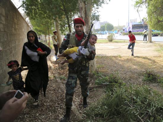 Теракт на военном параде в Иране: очевидцы показали видео