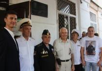 На фасаде севастопольского коллежда увековечили память подводника Романюка