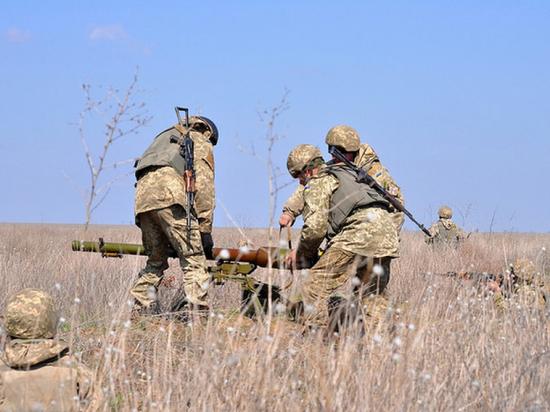 Трое бойцов ВСУ подорвались на минном заграждении в Донбассе