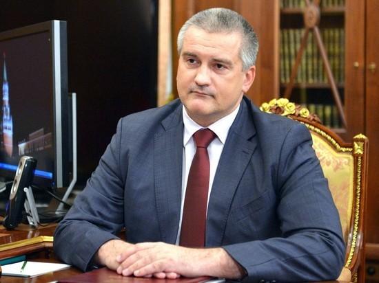 По словам главы Крыма, корабли Военно-морских сил Украины, покорно повинуясь, стояли в очереди за гражданскими судами
