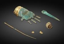 Археологи-любители обнаружили в швейцарском кантоне Берн близ деревни Прель ряд артефактов, один из которых представляет собой бронзовую руку