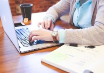 Госдума в октябре примет в первом чтении ещё один «закон Яровой»: он предлагает включать в реестр запрещенной к распространению в Интернете информацию, которая склоняет несовершеннолетних к участию в противоправных действиях, опасных для их жизни