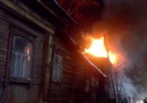 Полицейские спасли людей из горящего дома в Арбаже