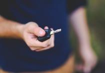 Житель Котельнича оставил ключи в замке зажигания и лишился авто
