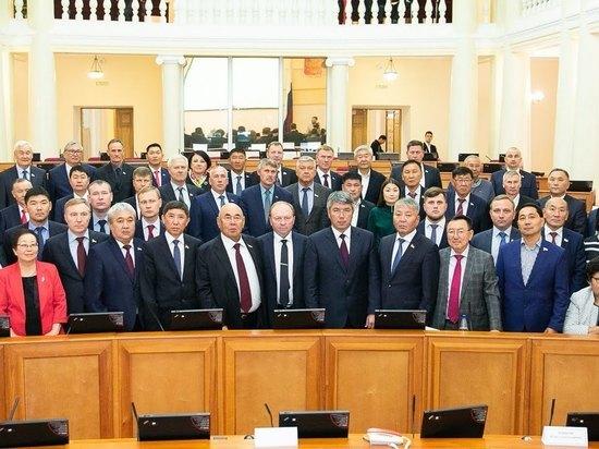 Спикер Народного Хурала Владимир Павлов явил собой точную копию экс-спикера Матвея Гершевича
