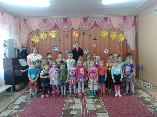В детском саду Тверской области дети разделились на автомоблистов и пешеходов