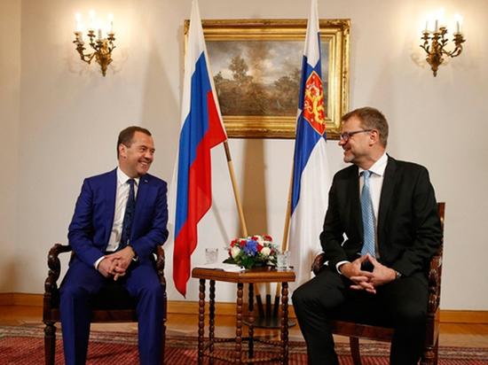 Медведев в Хельсинки заявил о параноидальном бреде финн