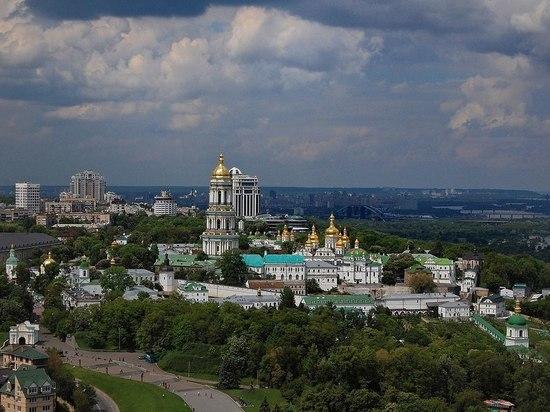 Украинские радикалы назначили штурм Киево-Печерской лавры из-за конфликта церквей