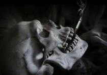 Многие люди замечают, что у курильщиков зубы находятся в худшем состоянии, чем у тех, у кого нет такой вредной привычки