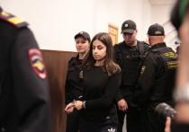 Адвокат сестер Хачатурян Алексей Паршин заявил сегодня, что будет настаивать на переквалификации уголовного дела со статьи УК «Убийство» на статью УК «Убийство, совершенное при превышении пределов необходимой обороны»
