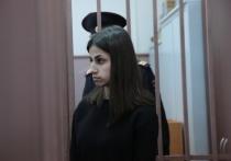 Басманный суд Москвы освободил из-под стражи Ангелину Хачатурян, обвиняемую вместе с двумя сестрами в убийстве отца Михаила Хачатуряна