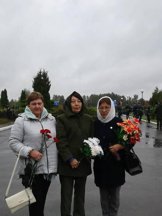 Мамы погибших ребят из Калмыкии посетили подмосковное кладбище