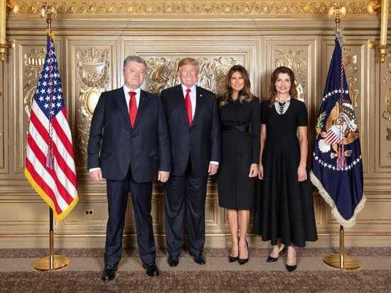 Пользователи соцсетей высмеяли совместное фото Трампа и Порошенко