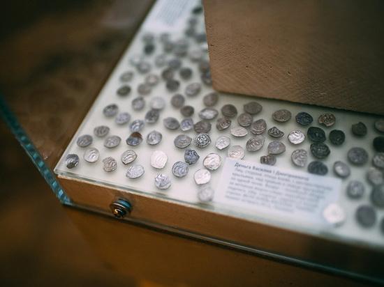 ФСБ изъяла у нумизмата уникальную коллекцию, назвав ее просто «коробками»